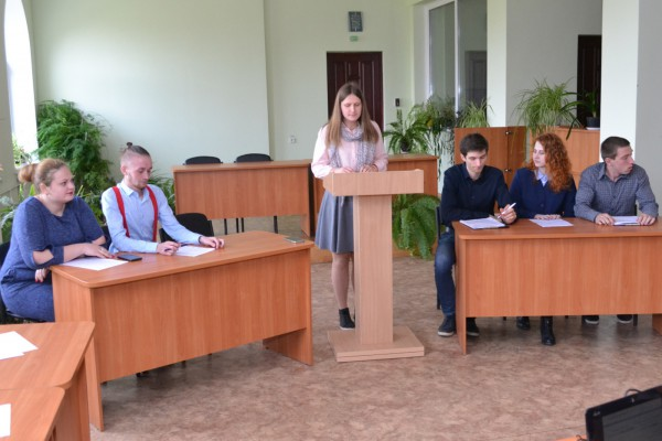 Аграрно-політичні дебати: уманські студенти дискутували про вільний ринок землі та сімейні ферми