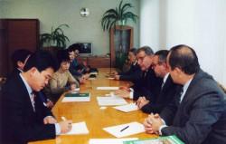 Професори кафедри агрохімії і грунтознавства Г.М. Господаренко та О.М. Геркіял  на зустрічі з делегацією  із Китаю