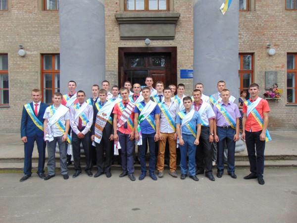 Випускники групи 32-м ( куратор групи Ільченко В.М.)