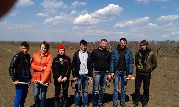 Студенти 11-ЗМ групи, які взяли участь у розбивці площі під сад