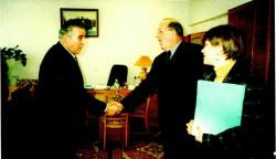 Професор  кафедри  О.М. Геркіял  зустрічає делегацію зі США, 2001 р.