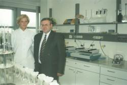 Професор Г.М. Господаренко в Німеччині  знайомиться з новим лабораторним обладнанням